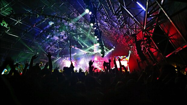 Festivals d'été: reprise avec 5 000 spectateurs assis en salle ou en plein air avec protocole