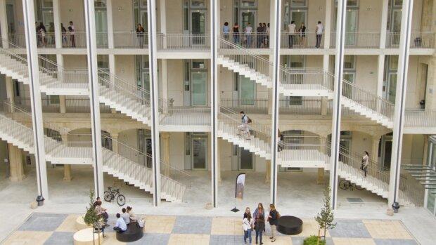 L'université de Nimes recherche un ou une directeur (-trice) de la recherche, des études doctorales