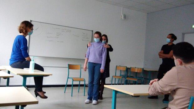 À Sorbonne Université, les étudiants en médecine apprennent la neurologie par le mime