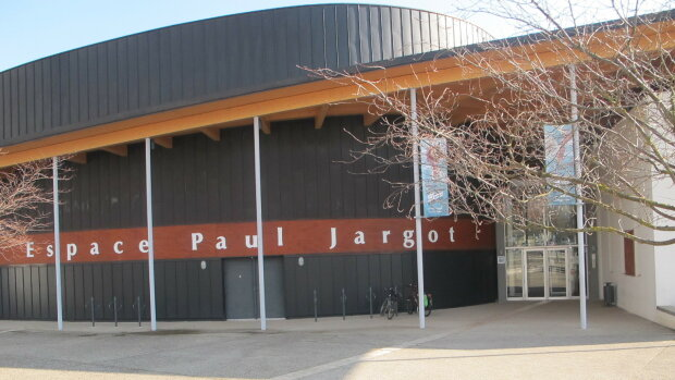 Isère : la ville de Crolles réoriente son budget culture sur des résidences de compagnies