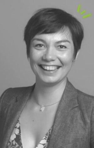 Mélanie Viénot possède notamment un mastère spécialisé management des entreprises de services de l'EMLyon