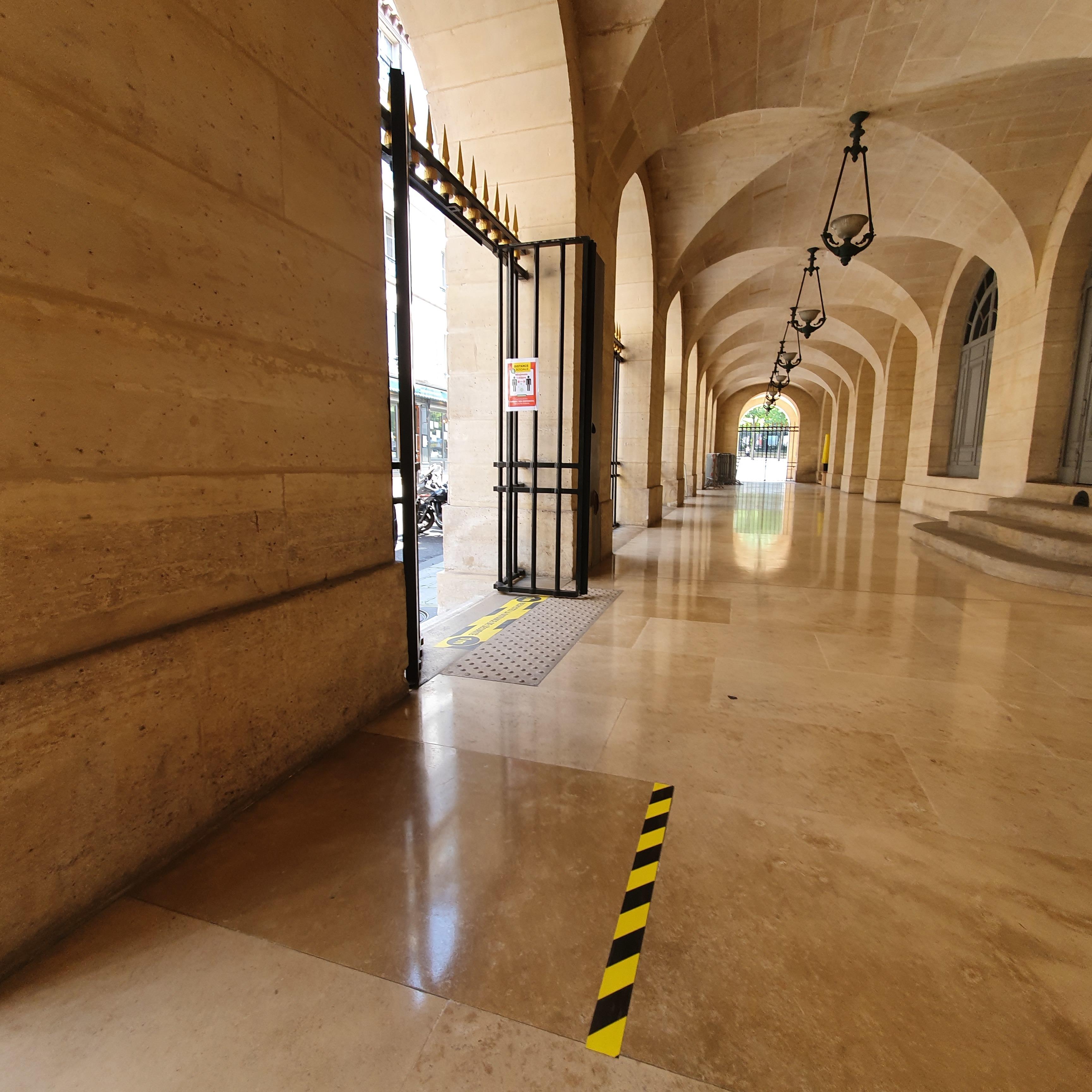 Le théâtre de l'Odéon a mis en place une signalisation dans ses espaces.