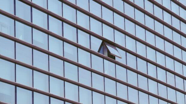 Ouvrir les fenêtres ou réduire le nombre de personnes dans une pièce sont des bons réflexes. - © Pxhere