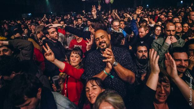 Le public au Parc Expo pour les Trans Musicales 2019. - © Marion Bornaz