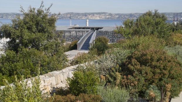 Depuis le second confinement, la terrasse du Fort Saint-Jean est restée ouverte au public. - © Cyrille Weiner