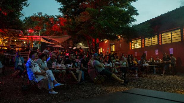 Le patio du lieu peut accueillir 150 personnes en assis. - © Olivier Scher