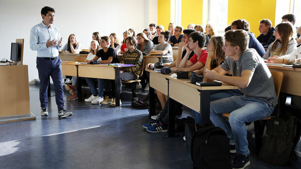 Les intervenants extérieurs sont recrutés parmi les professionnels et les enseignants-chercheurs - © Essca