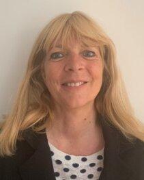 DRH a HEC, Florence Hordern a travaillé pour deux ONG avant de revenir à l'enseignement supérieur