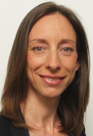 Nicola Ebenburger a fait ses études à Ratisbonne avant d'intégrer l'Ena en 2010.