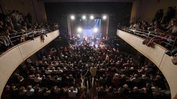 Un des concerts en intérieur de l'édition 2019 du Printival Bobby Lapointe. - © Fabien Espinasse