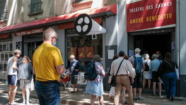 Avignon Off: au Théâtre des Carmes, la réduction des créneaux a fait du bien