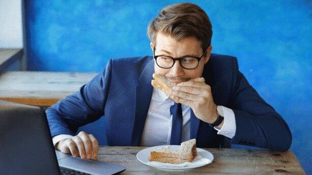 Bon appétit! Les salariés autorisés à déjeuner sur leur lieu de travail. - © D.R.