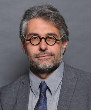 Joël Moret-Bailly enseigne le droit privé à l'université Jean Monnet de Saint-Etienne