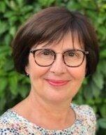 Marie-Béatrice Celabe est titulaire d'une maîtrise de droit public de l'Université Bordeaux 4 (aujourd'hui Université de Bordeaux) et de l'IRA de Bastia.
