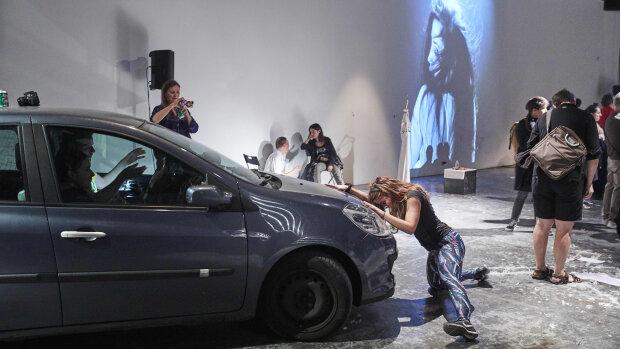 Performance durant le festival Show Your Frasq en 2018 au Générateur. - © Bruno Levy/divergences-images