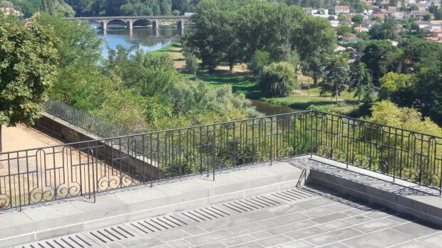 La terrasse de Pont-du-Château, donnant sur l'Allier, cadre du premier concert de l'association. - © D.R.