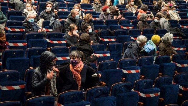 L'action menée le 23 janvier 2021 par le collectif des non essentiels à Millau. - © Romain Danger