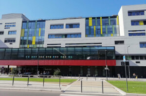 L'École nationale supérieure de l'énergie, l'eau et l'environnement, ou Ense3, fait partie de Grenoble INP