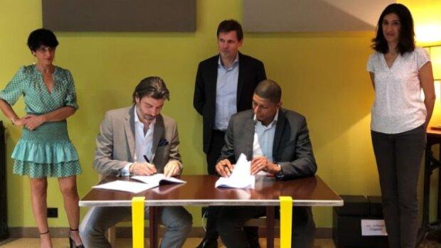 Partenariat signé le 26 juin entre la branche Eau France de Groupe SUEZ et Mozaïk RH