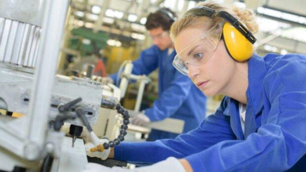 Egalité femmes-hommes dans l'industrie: le guide des bonnes pratiques RH - © Pole emploi