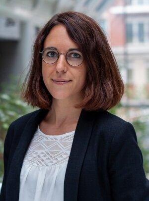 Avec trois masters, Cora Beck est spécialiste linguistique et formation