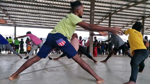 Les danseurs de Jean Boog en répétition à Douala, Cameroun. - © Claire Nini