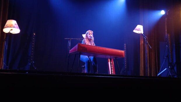 Liz Van Deuq en concert au Quai lors du premier weekend de l'événement. - © Fred Castel