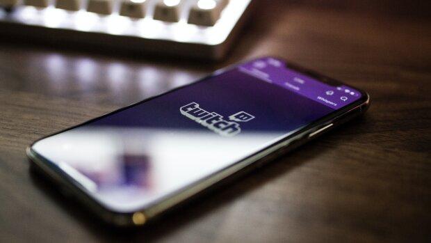 Les utilisateurs de Twitch apprécient particulièrement l'interactivité de la plateforme. - © Photo by Caspar Camille Rubin on Unsplash
