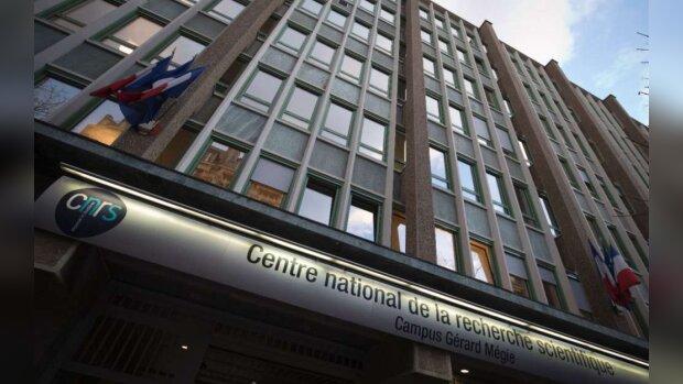 Covid-19 : comment s'organise le CNRS ?