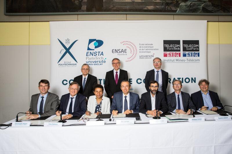 Signature de la convention de coopération de NewUni, le 04/10/2018, en présence cette fois d'Elisabeth Crépon