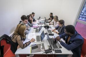 Tous les étudiants n'ont pas d'ordinateur personnel, cela devient pourtant un impératif