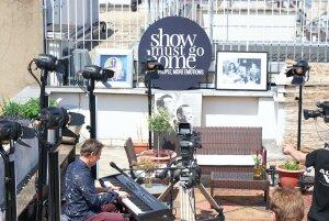 Peter Kingsbery en concert sans public à Paris pour Show Must Go Home