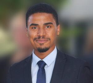 Adel Lusakula a fondé son entreprise pendant ses études et a opté pour un auto-stage - © D.R.