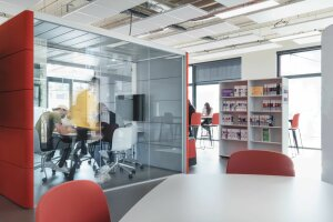 Une salle pour s'isoler, des étagères à QR code… la bibliothèque du futur selon Station A - © ICN/ Alain Wallior