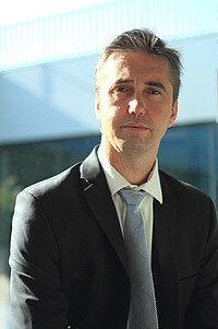 Frédéric Dehan débute sa carrière comme agent comptable du Crous de Strasbourg