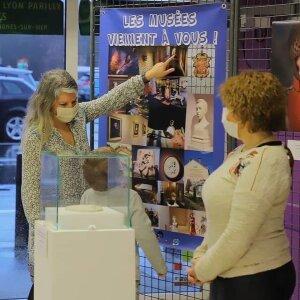 Une médiation culturelle personnalisée lors de la présentation d'objets à l'Intermarché.