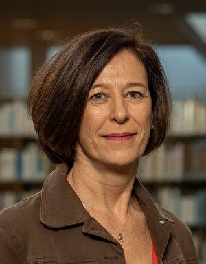 Virginie Dupont est recrutée comme maîtresse de conférences à l'UBS en 1994