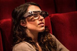 Les lunettes de surtitrage conçues par Panthéa.