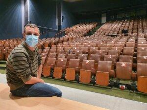 Jérémie Schneider a été pendant sept ans technicien audiovisuel à Science Po Grenoble