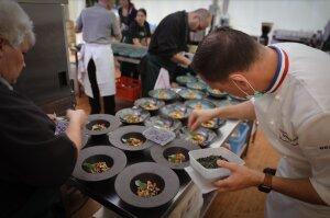 Le cuisinier François Adamski en cuisine. - © Zelie Noreda