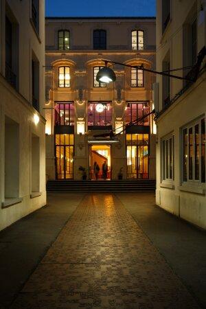 La façade de la Maison des Metallos - © Christophe Raynaud de Lage