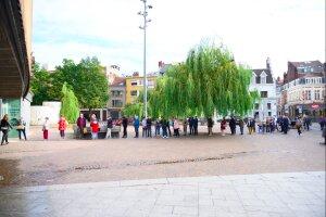 La file d'attente à l'ouverture de la billetterie de l'ONL à Lille le 1er septembre.