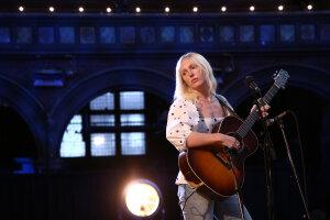 Laura Marlin en concert livestreamé depuis l'Union Chapel à Londres, en juin 2020. - © Joel Ryan
